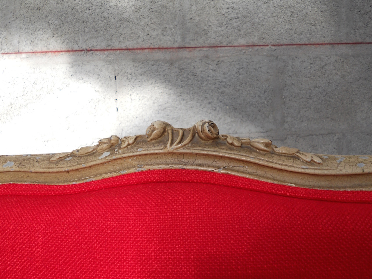 chaise-montespan-louis-XV-rouge-batz-sur-mer-la-baule-le-pouliguen-tapissier-couture-decoration-creation-tissu-design-tendance