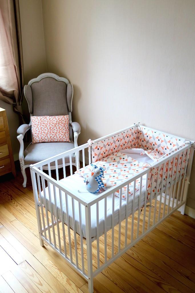 deco-chambre-bebe-voltaire-lit a barreau-blanc-nitin goyal- tour de lit-nid d'ange